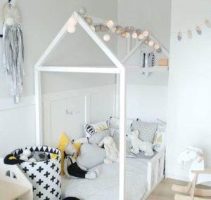 sivo bele bombažne lučke postelja hiška