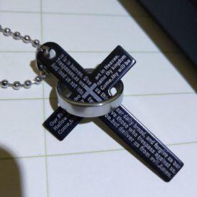 verižica s križom in prstanom