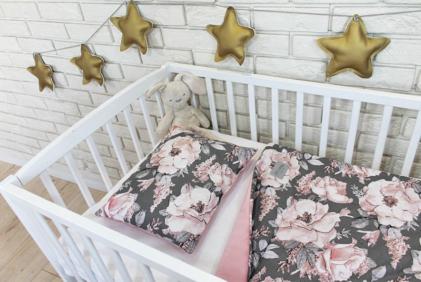 žametna topla posteljnina rožice siva